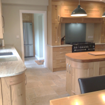 Contemporary Solid Oak Shaker with Laminate Worktops