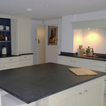 Traditional Painted Shaker with Granite Worktops